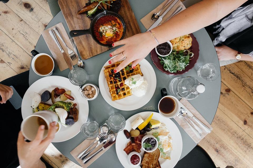 como atrair clientes para restaurantes